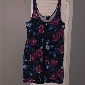 Flower print body fitting dress with zipper